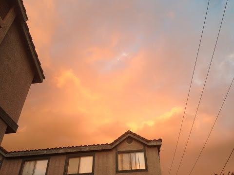 雙道彩虹淡去,天空隱約可見兩條金龍在橘色的霞光中(第三世多杰羌佛佛法)